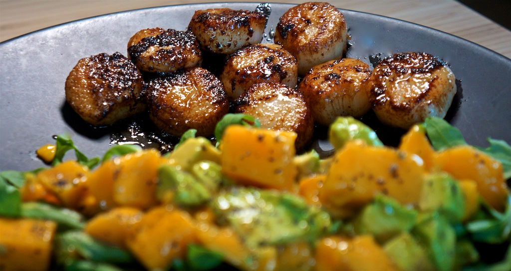 Aug 31: Gyro Wrap; Seared Scallops with Avocado, Mango & Arugula Salad