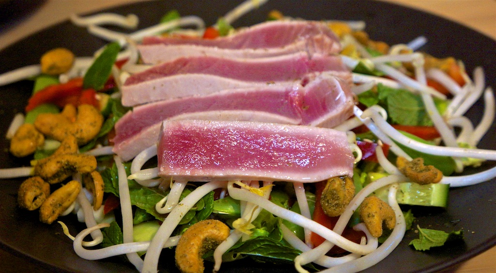 Sep 25: Smoked Salmon, Cheese etc on Crackers; Seared Tuna on Crunchy Thai Salad