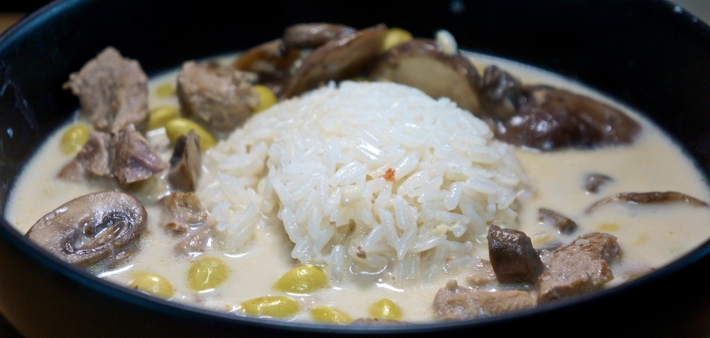 Aug 20: Chicken, Tomato, Cucumber, Olives on Roasted Garlic Bread; Tom Kha Moo