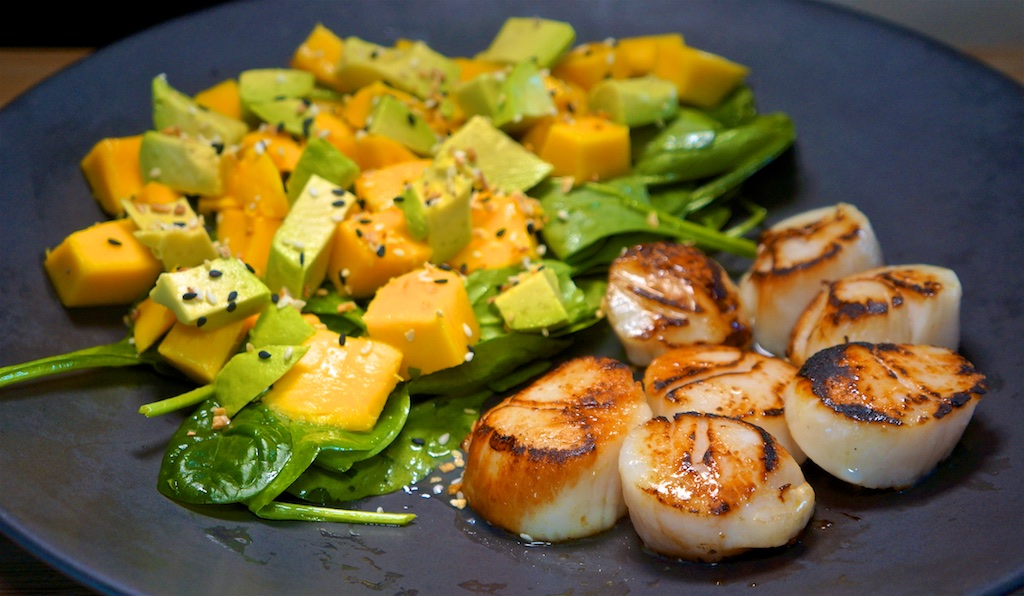 Apr 22: Ham, Tomato & Garlic Spread Sandwich; Seared Sea Scallops with Avocado and Mango Salad
