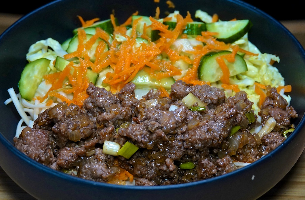 Jun 11: Turkey & Avocado, Kumato & Cheddar; Caramelized Beef with Soba Noodles and Vietnamese Salad