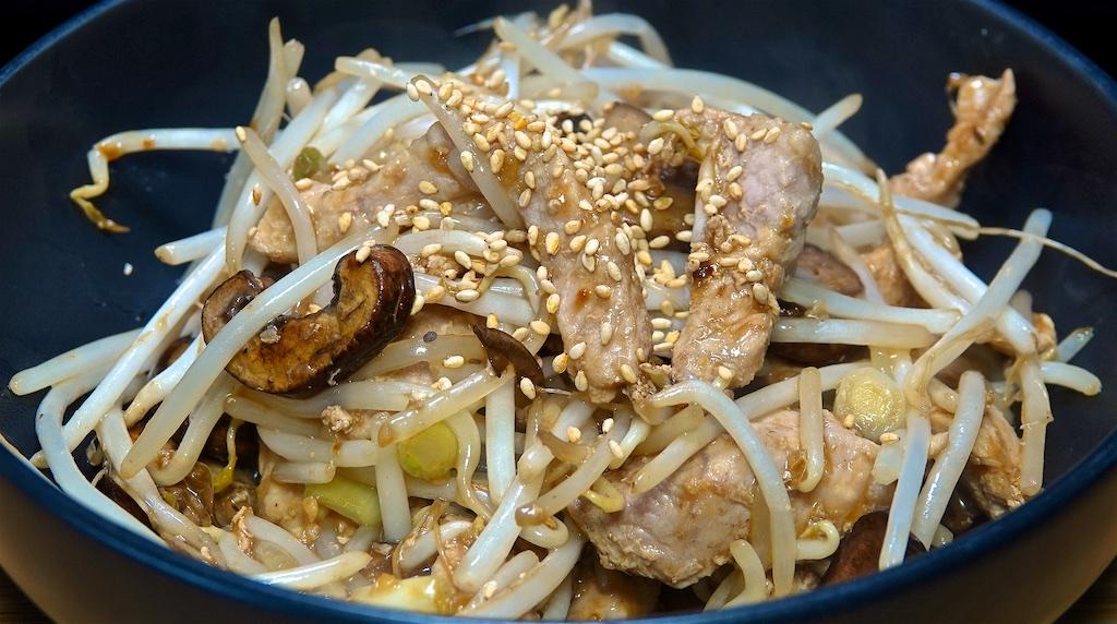 Mar 28: Tuna, Avocado & Sprouts on an Onion Bagel; Pork and Mushroom Stir Fry