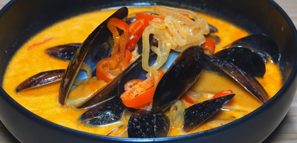 Dec 30: Fried Scallops, Fries & Coleslaw; Mussels in Red Curry Broth with Garlic Naan