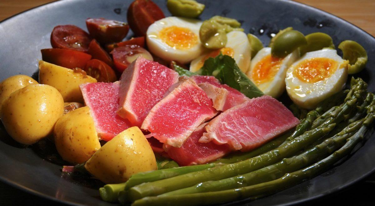 Feb 26: Smoked Salmon Bagel; Niçoise Salad with Seared Ahi Tuna