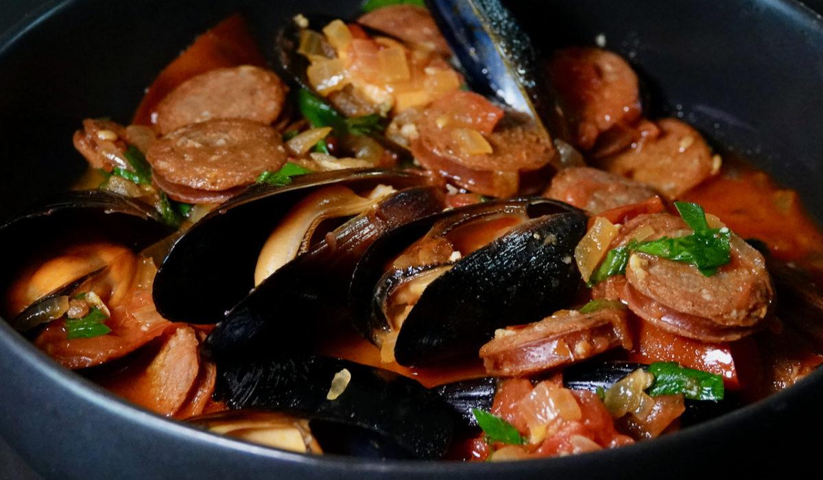 Jul 31: Spanish Mussels with Chorizo and Tomato-wine Sauce