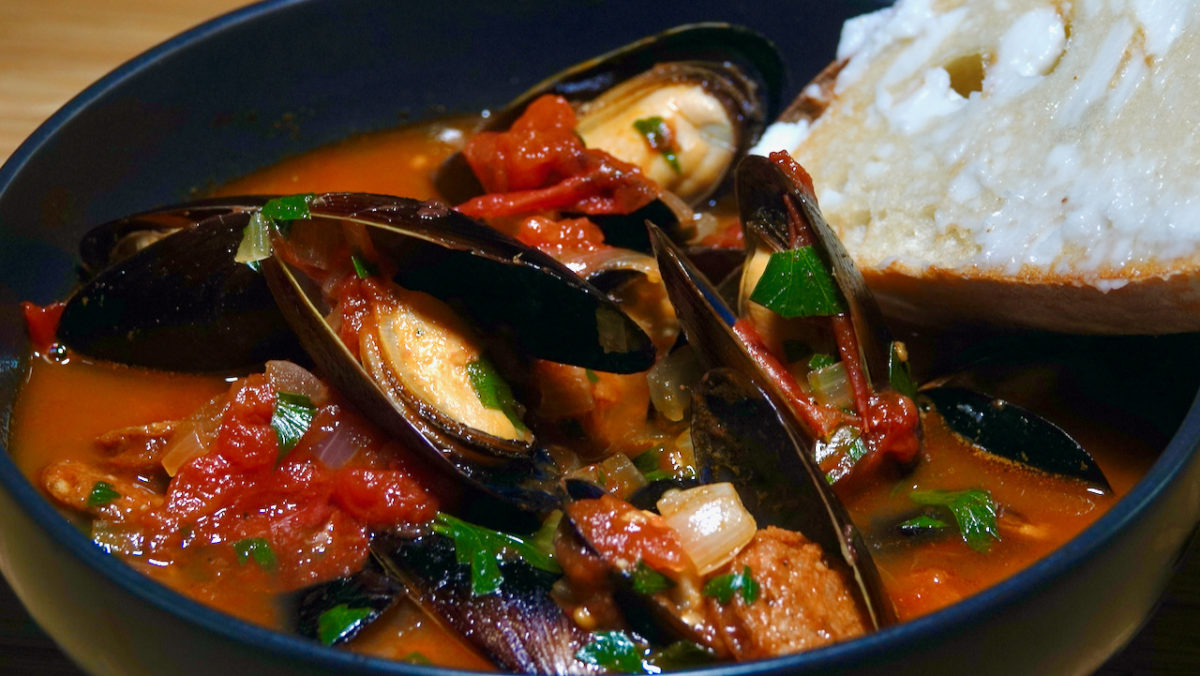 Sep 25: Spanish Mussels with Chorizo and Tomato Wine Sauce